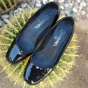 🆕🆙🚺vintage CHANEL patent leather loaferettes